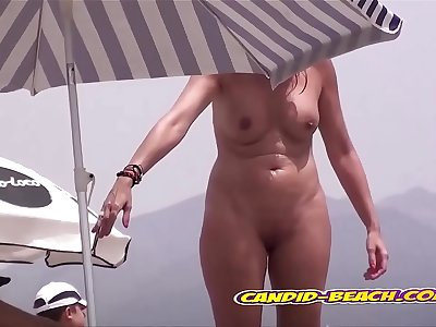 Sexy Nice Blonde Amateur Nudist Lady Play At The Beach